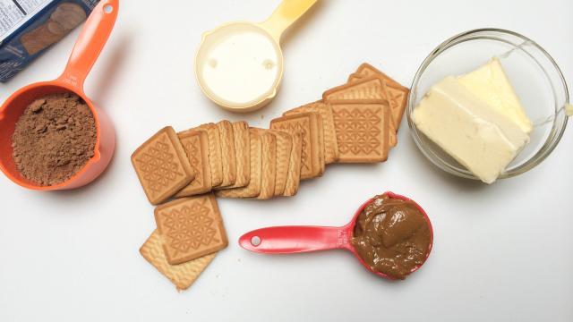 nguyen-lieu-lam-chocolate-salami