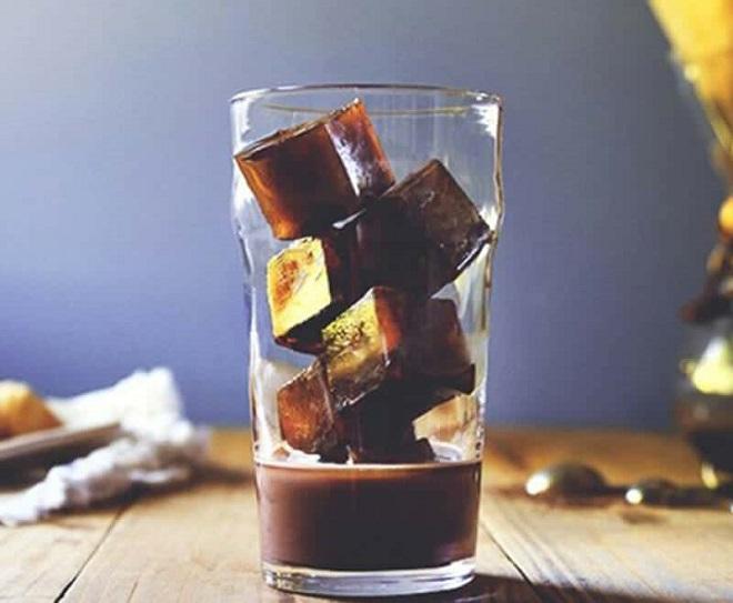 Khoáy đều Bột cacao giúp hương vị thơm ngon